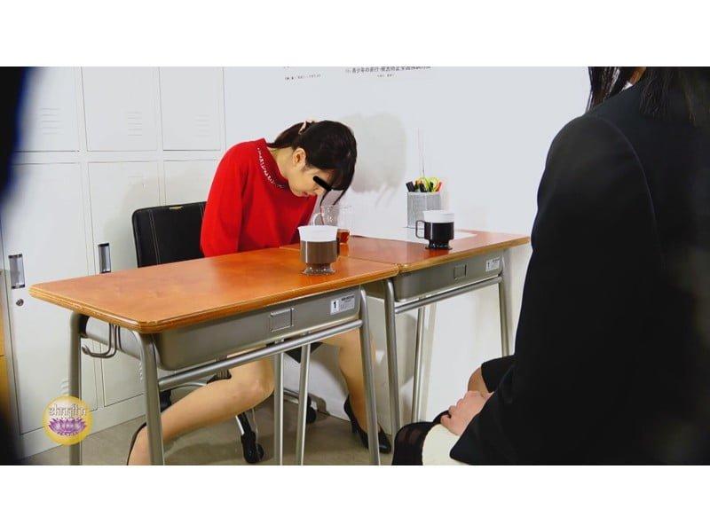 【排便盗撮】一生残る黒歴史w三者面談中の女教師小便おもらし その18