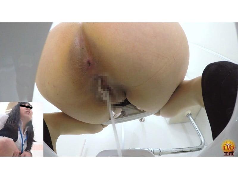 【排便盗撮】早朝のオフィストイレOL小便盗撮 一晩溜めたパンパン膀胱から放たれる尿柱 その19