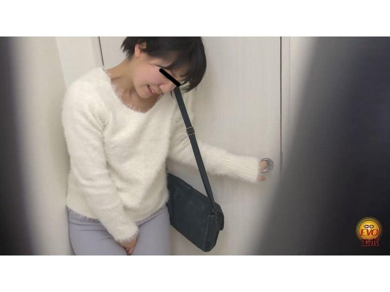【排便盗撮】ギリギリアウト!トイレ前小便お漏らし その19