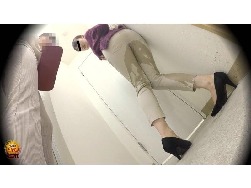 【排便盗撮】ギリギリアウト!トイレ前小便お漏らし その21