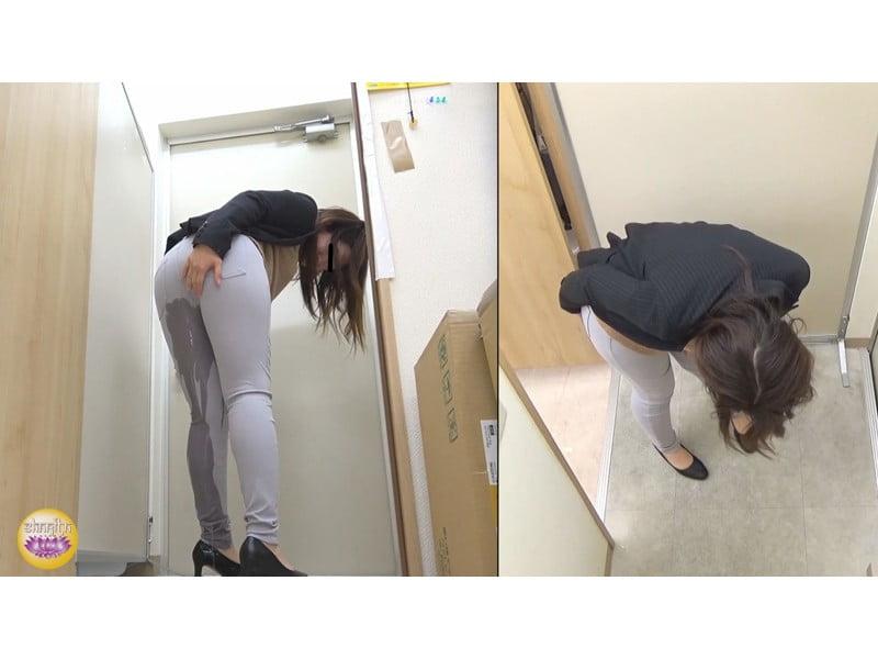 【排便盗撮】社内悪質パワハラの一部始終 後輩OLトイレ締め出し失禁 その21