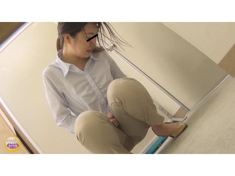 【排便盗撮】社内悪質パワハラの一部始終 後輩OLトイレ締め出し失禁 その23