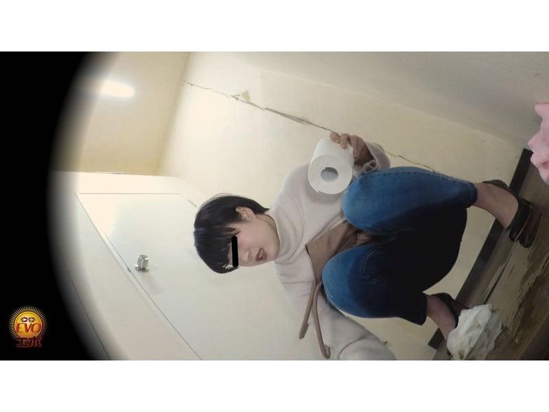 【排便盗撮】ギリギリアウト!トイレ前小便お漏らし その24