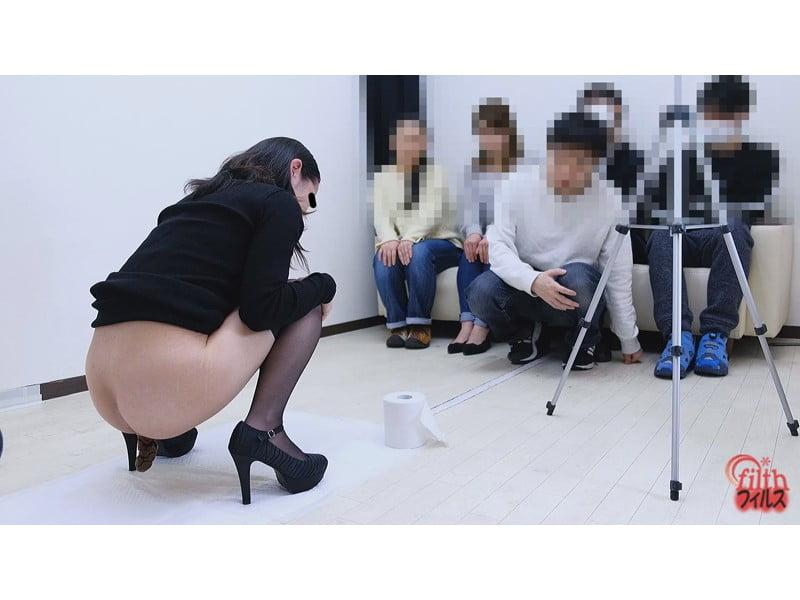 大勢のギャラリーの視線が肛門に全集中!とっても恥ずかしい排便観察会 その28