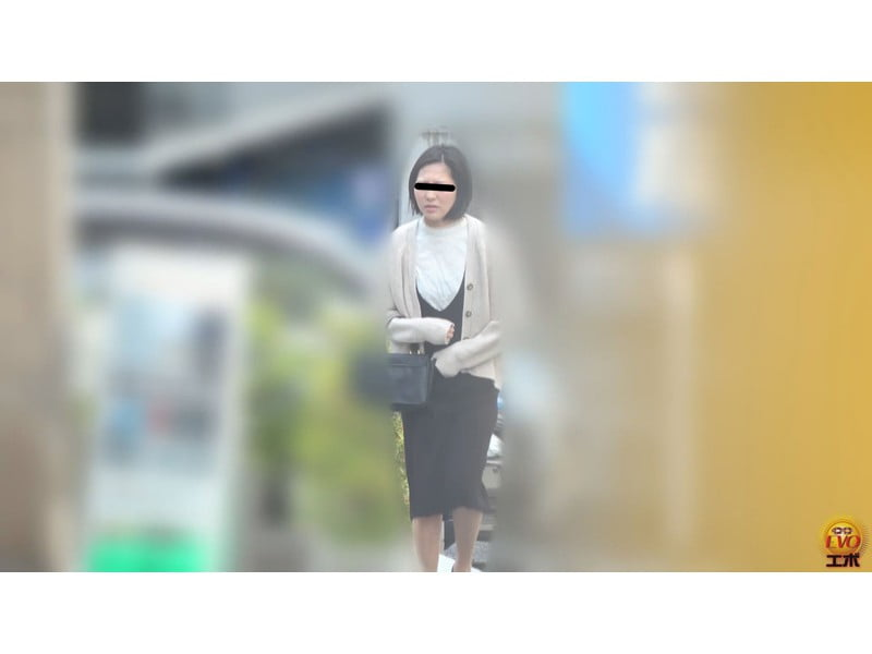【排便盗撮】和式便所駆け込みテンパり小便盗撮 パンツ脱げずにフライング放尿 その4