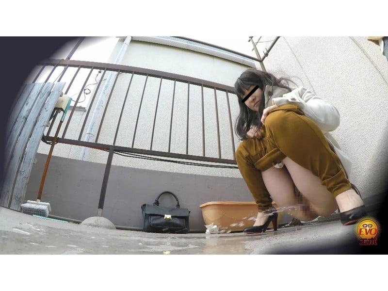 【排便盗撮】パンパン膀胱から一気にプシュッ!路地裏小便まとめ その11