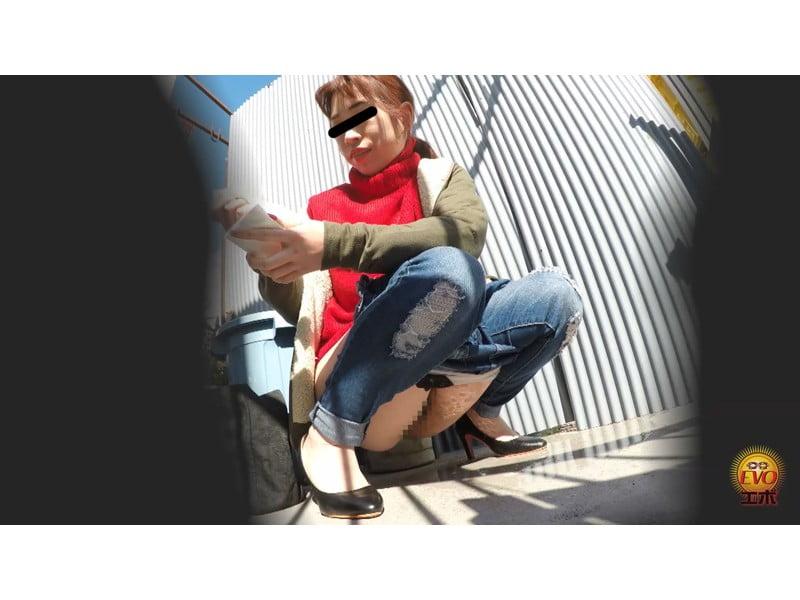 【排便盗撮】パンパン膀胱から一気にプシュッ!路地裏小便まとめ その15