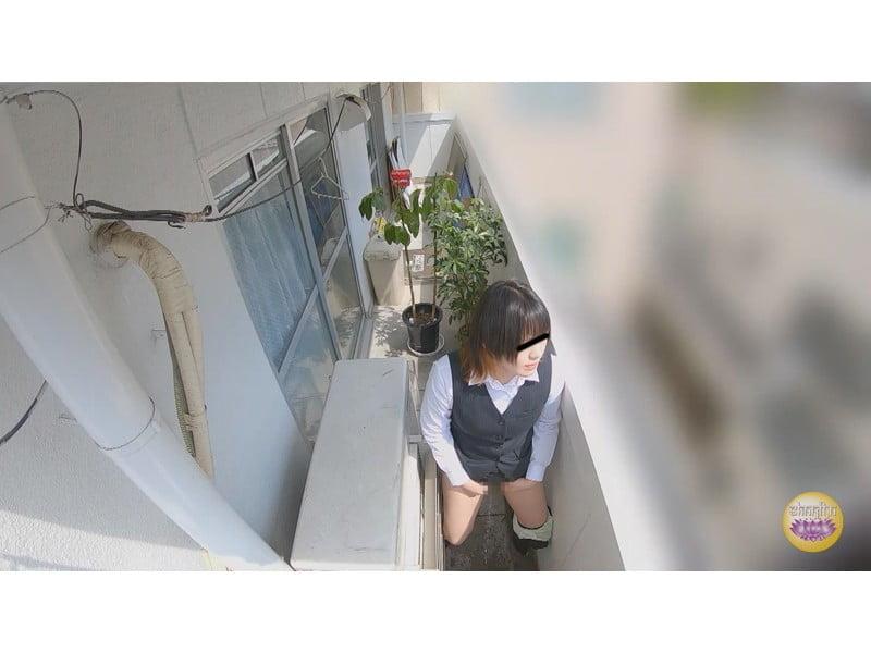 【排便盗撮】トイレが無いっ!切羽詰まったOLたちの緊急事態小便 その6