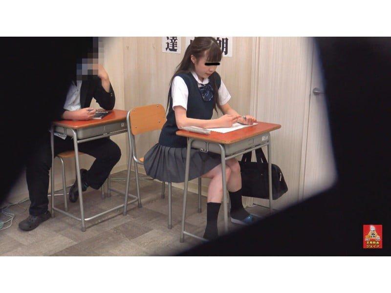 【排便盗撮】放尿エクスタシー☆不快感を伴う小便我慢からの一斉放射にハマる女たち その14