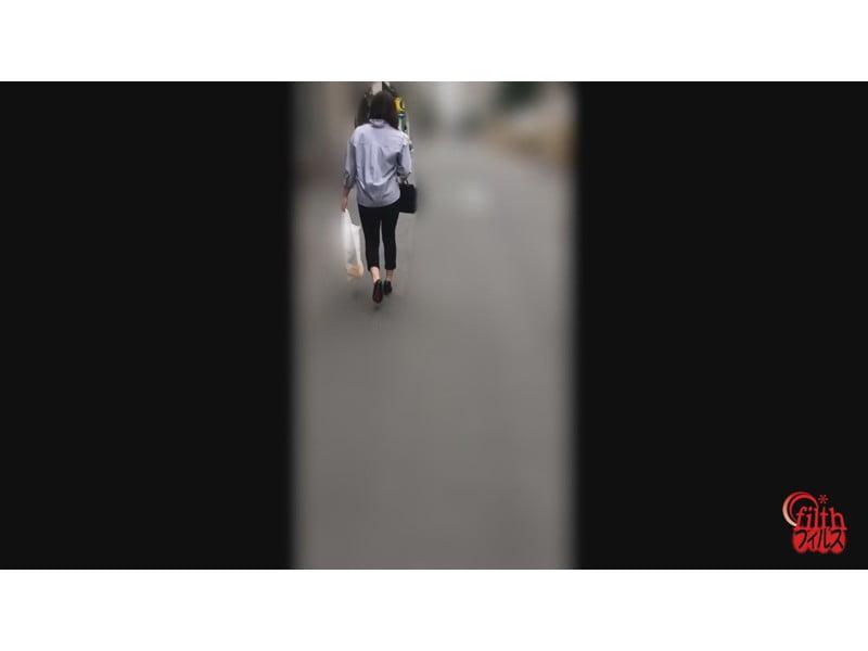 【排便盗撮】和式便所大便盗撮 シャレオツシティーガールの大便隠し撮り その17